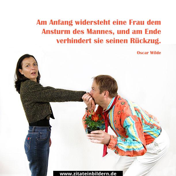 Am Anfang widersteht eine Frau dem Ansturm des Mannes, und am Ende verhindert sie seinen Rückzug. (Oscar Wilde)